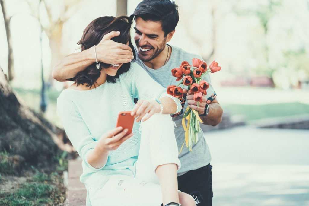 अपनी गर्लफ्रेंड को क्या गिफ्ट दें
